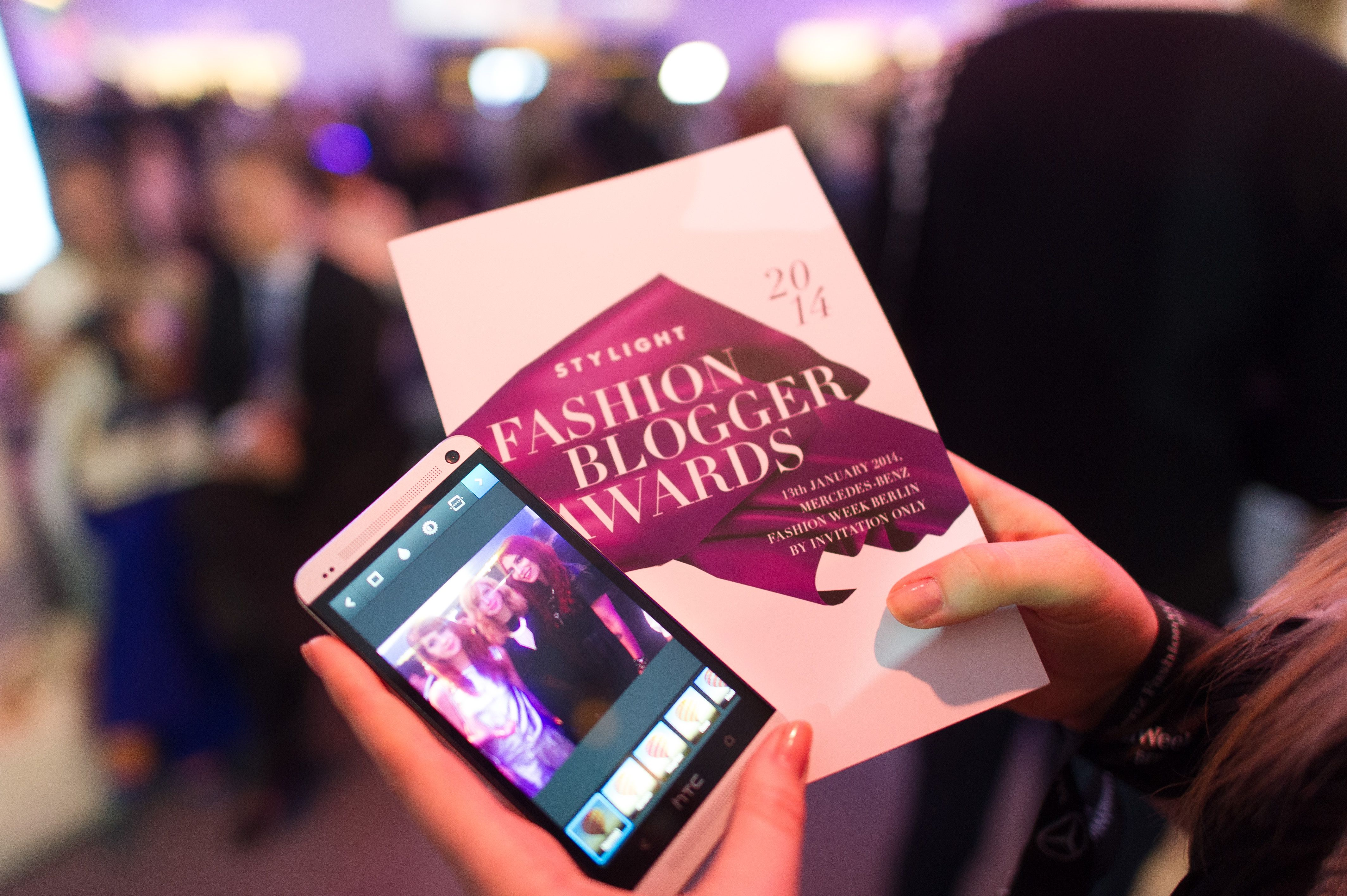 #stylight #stylightfashionbloggerawards #berlin #fashion #stylightfba #mbfwberlin #mbfwb #blogger #bloggers #purple #invitation #event #instagram #phone