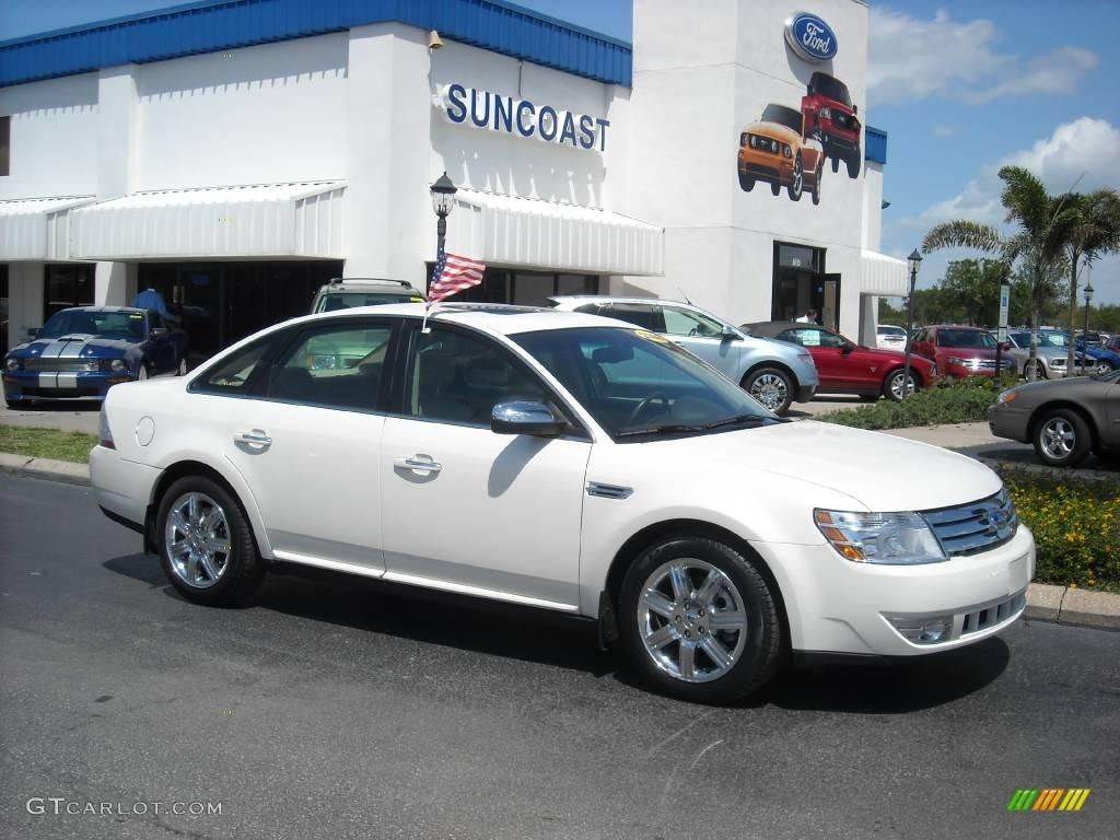 White 2009 Ford Taurus