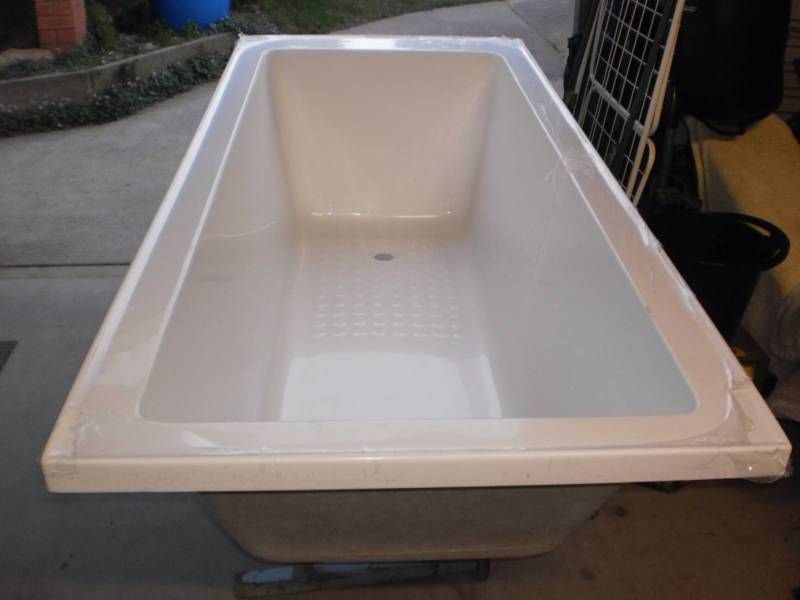 Brand New Mondella 1800mm White Resonance Acrylic Bathtub Fibreglass Inset  Bath Model Number 4890616 Dimensions 1800