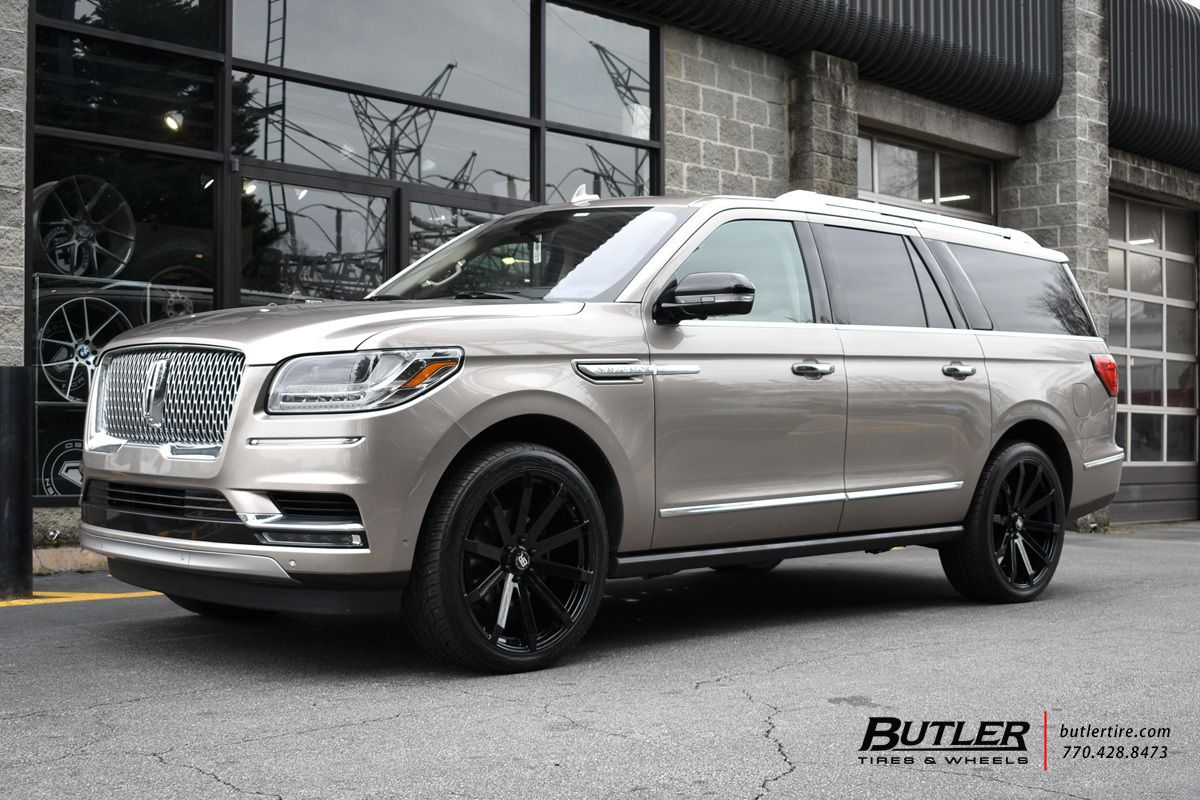 2019 Lincoln Navigator with 24in Black Rhino Traverse