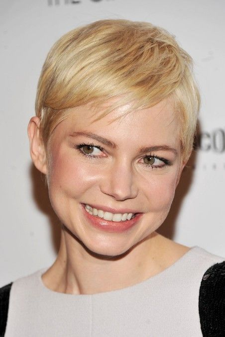 Short Straight Pixie Haircut With Side Swept Bangs Michelle Williams Hairstyles