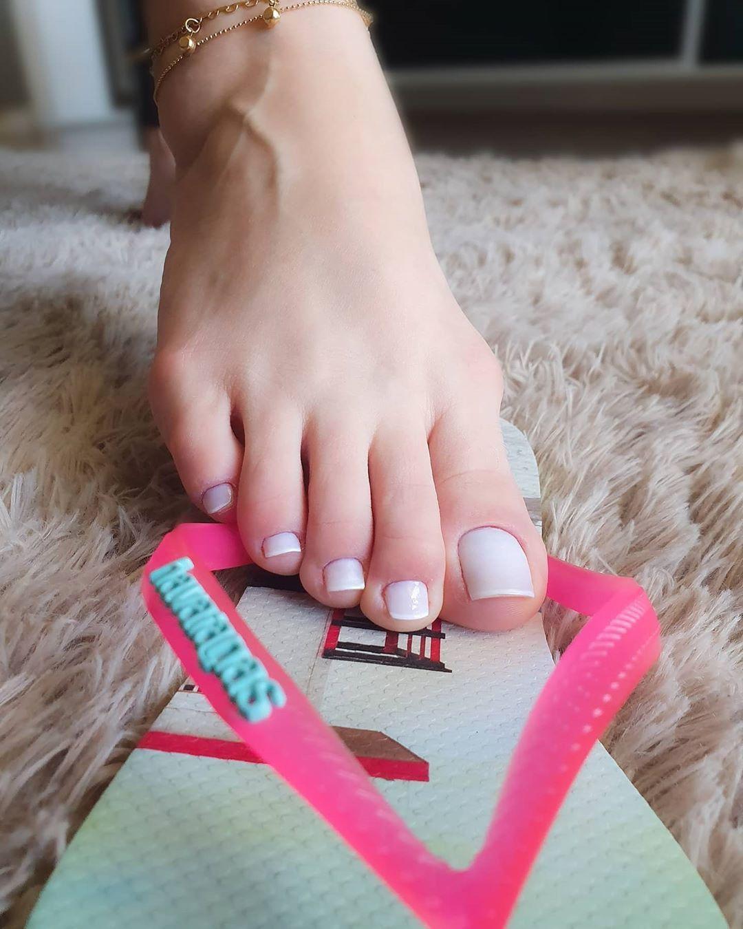 Pin on Gorgeous feet & legs & heels