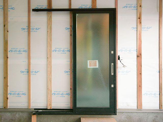勝手口などに使われる外部ドア用なので 耐候性 耐久性 防犯性に優れ