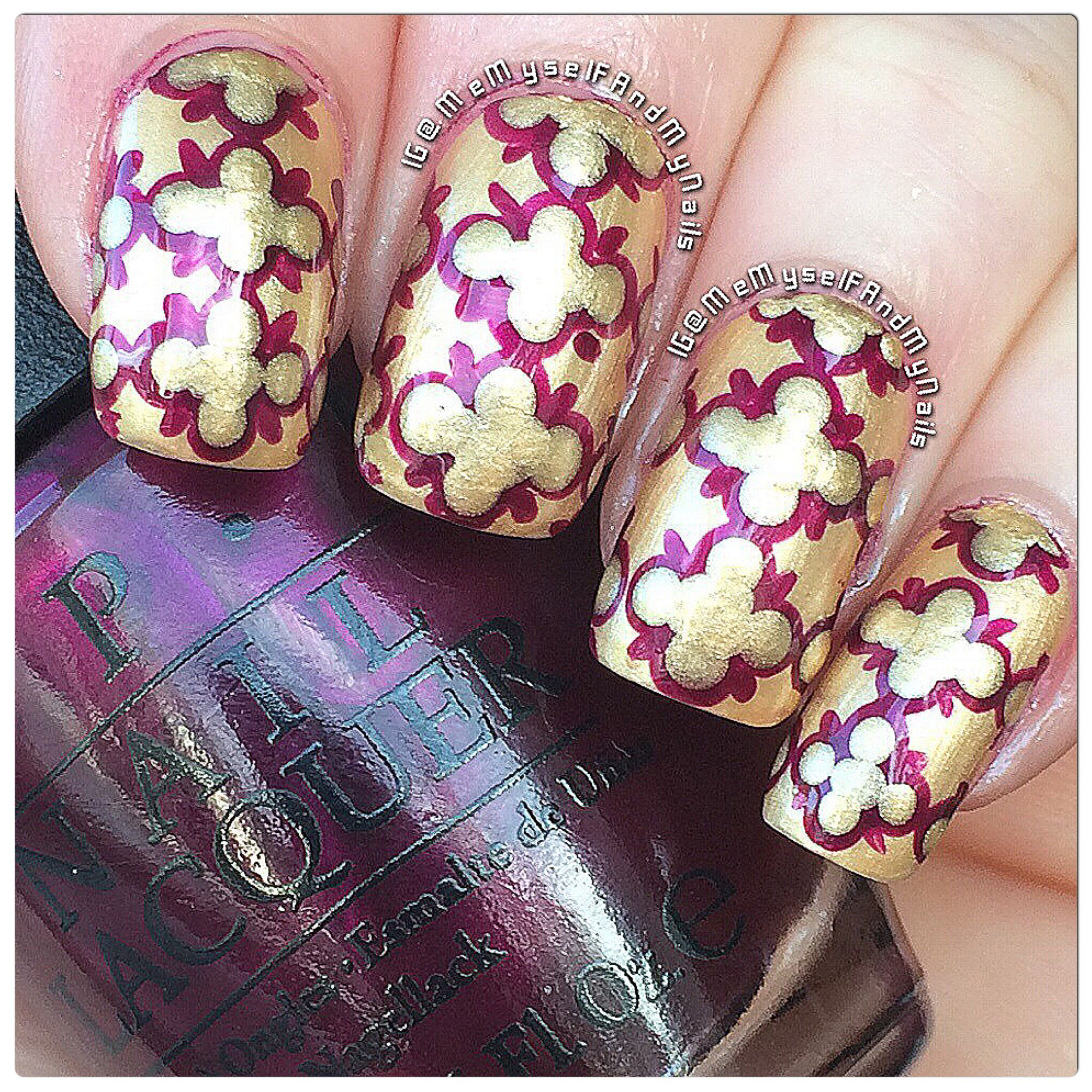 Quatrefoil pattern using #OPI 'Rollin' In Cashmere' and 'Kiss Me-Or Elf!' from the 2014 Gwen Stefani holiday collection!