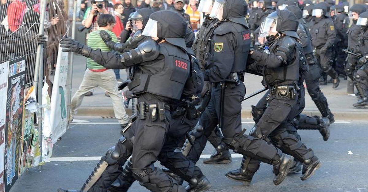 Mit massiven Auseinandersetzungen zwischen Demonstranten und der Polizei hat der Blockupy-Protesttag gegen die Europäische Zentralbank (EZB) in Frankfurt begonnen.