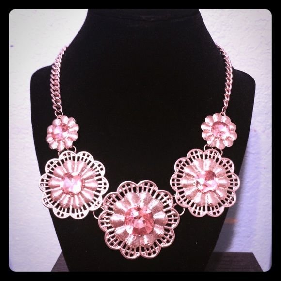 Fashion Necklace It's in great condition. It's a fashion necklace, it is not real. The jewel is a blush pink color sour rounded by a gold floral design. !!!! Jewelry Necklaces