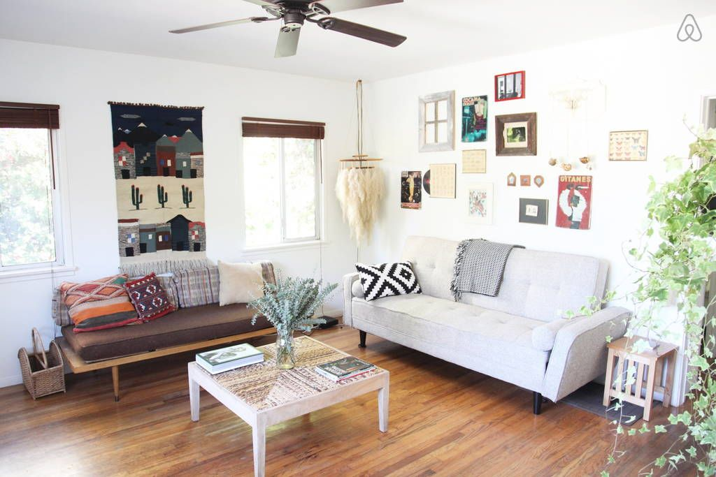 Sunny cottage in Venice Beach - Get $25 credit with Airbnb if you sign up with this link http://www.airbnb.com/c/groberts22