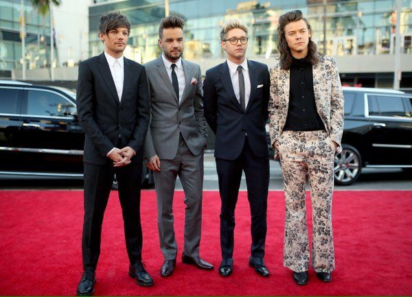 """1Dfau_au on Twitter: """"The boys on the red carpet at the AMAs 22/11/15 #AMAs1D #3 https://t.co/3SIPmt6kJf"""""""