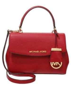 5f9aa2bd6 Michael Kors Ava Sm Bolso De Mano Cherry Apúntate A La Moda De Los Bolsos  Apúntate a la moda de los bolsos y maletas rojos de mujer y siéntete  femenina.