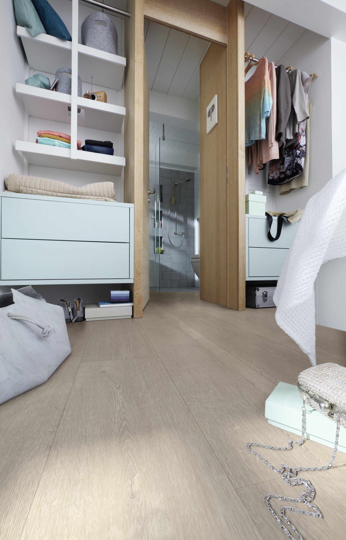 Slaapkamer met inloopkast. laminaat slaapkamer, laminaat vloeren ...