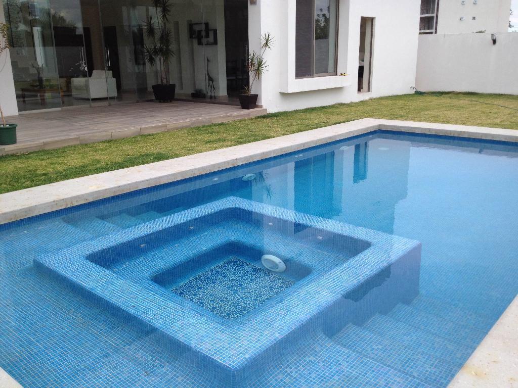 Jacuzzi buscar con google piscinas pinterest for Jacuzzi rectangular medidas