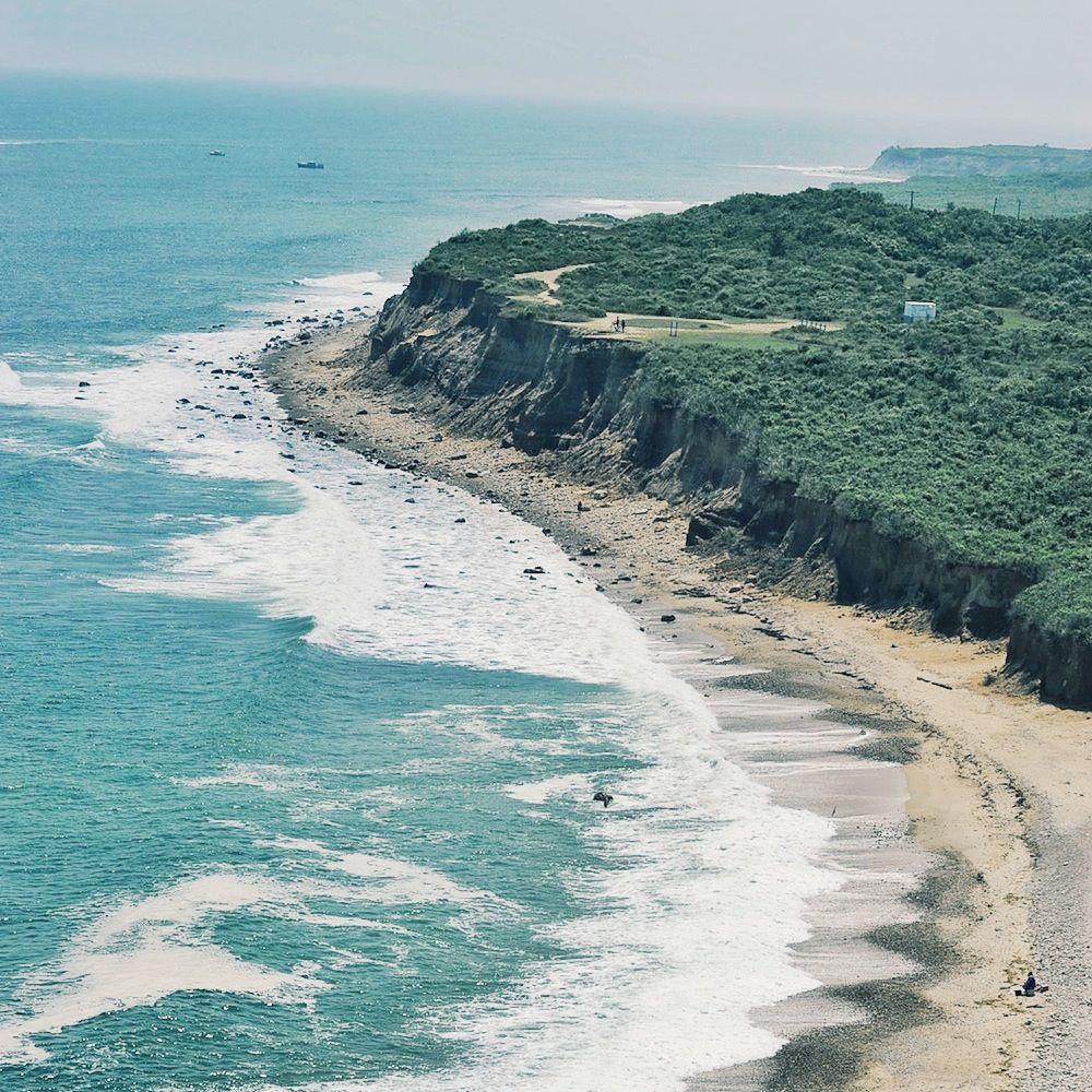 Whimsical waves and luscious sands. Montauk, Hamptons - New York, USA