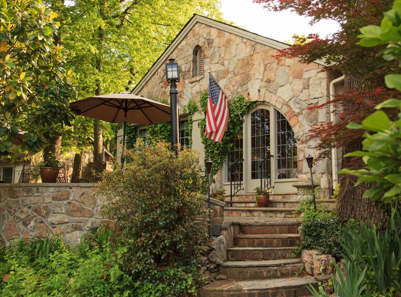 Photo of Inn for sale Chanticleer Inn Bed and