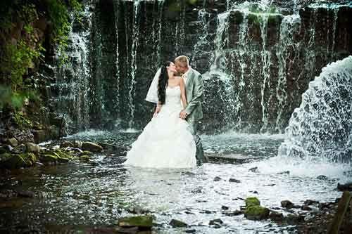 romantic pre wedding photo in waterfall 10 romantic and charming pre wedding photo by andrejs zavadskis