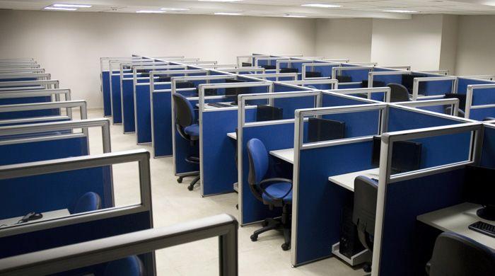 Paneles divisores para armar puestos de trabajo en tu for Cubiculos de oficina
