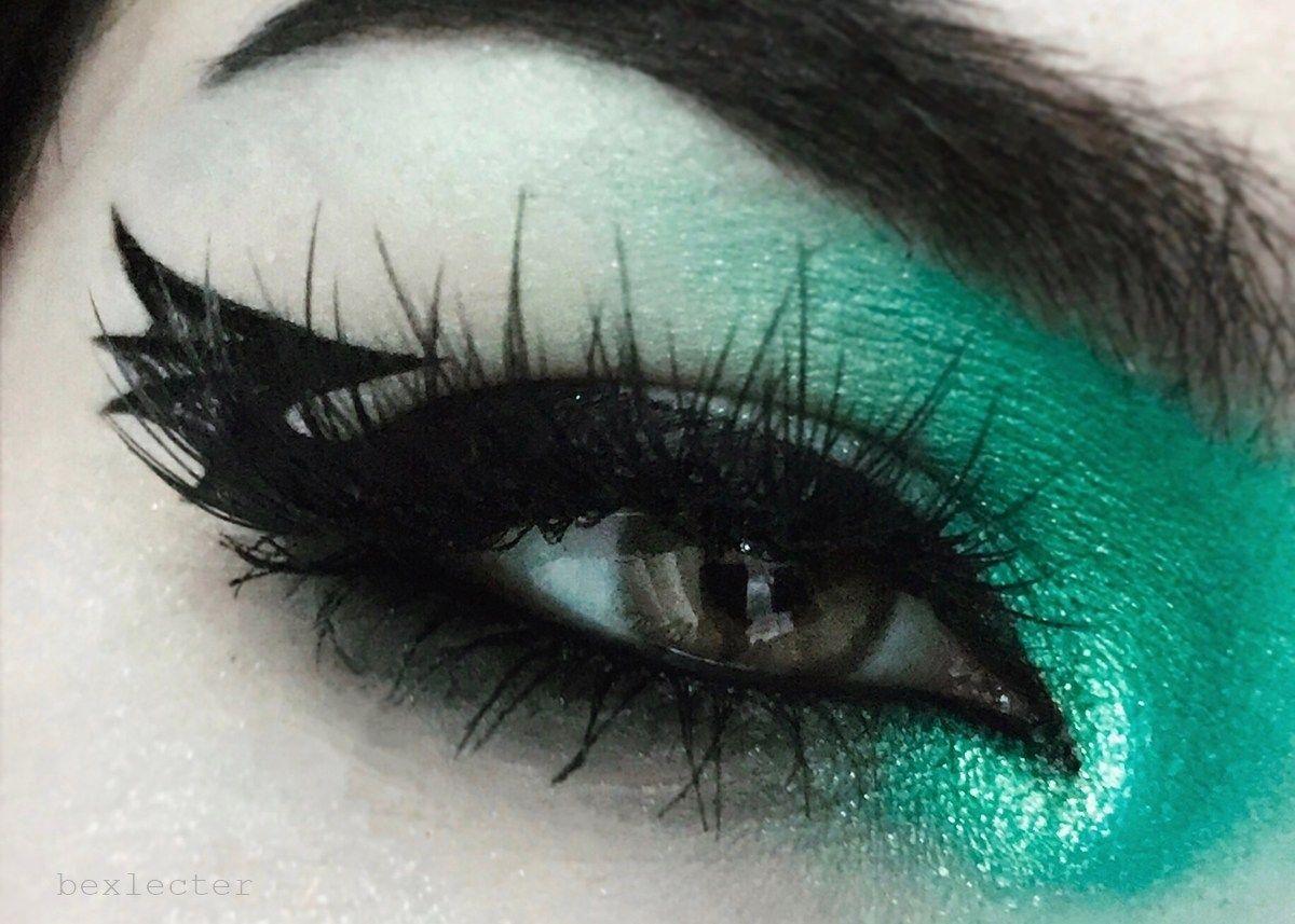 Makeup Tutorial: Bat Wing Liner by Bex   Winged liner ...