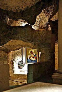 """La Gruta de la Leche (o """"Gruta de la Virgen María"""") es donde se dice a María que han amamantado a Jesús durante la Masacre de los Inocentes."""
