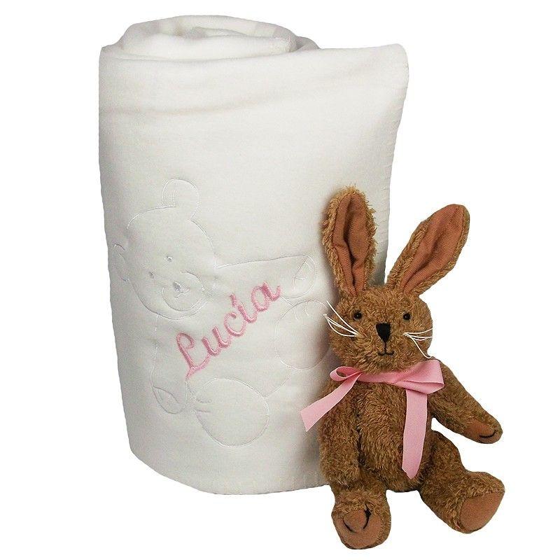 Manta polar de bebé con nombre bordado. Manta polar con oso bordado para el bebé en color blanco, celeste y rosa. Muy suave, es un regalo muy original y personalizado. Medidas 120 x 95 cm. Precio: 24 €