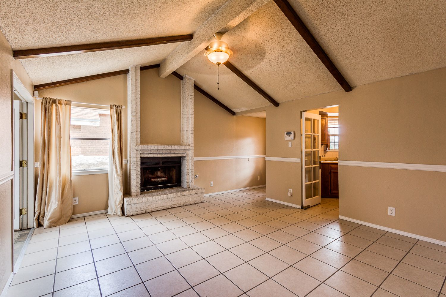 Single Story Home Located In The Northeast Give Us A Call To Schedule A Tour Today 915 585 8217 5033 Becknell Ln Renting A House Home Single Story Homes