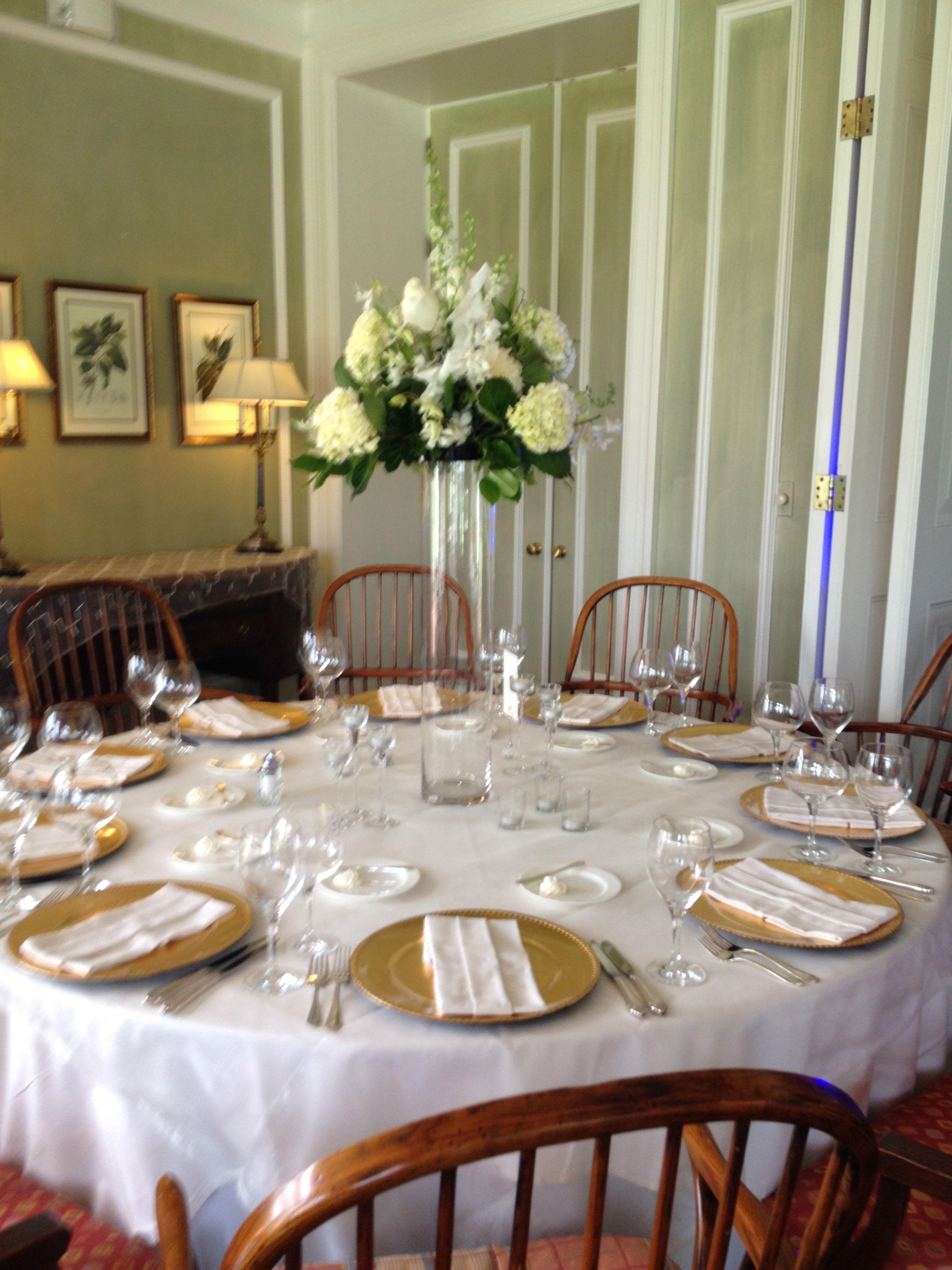 Table decor goldwhite wedding i own the decor shown table decor goldwhite wedding i own the decor shown tablecloth reviewsmspy