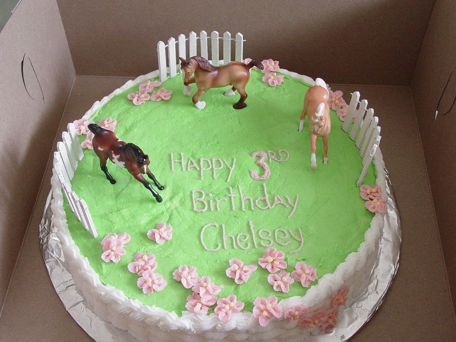 Breyer Stablemates Horses Frolic In A Flowery Buttercream Pasture - Horse themed birthday cakes