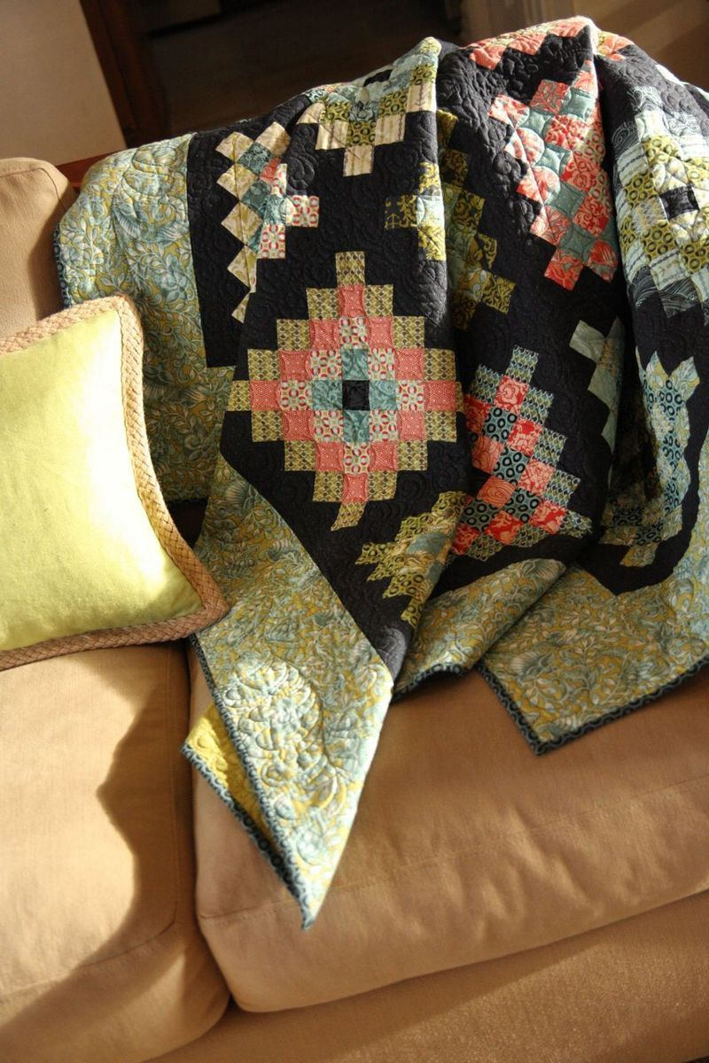 The colors might be why I like this quilt ... or the pattern ... or the quilting.