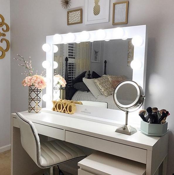 sαℓσмé єsєrτ Room, Makeup vanity