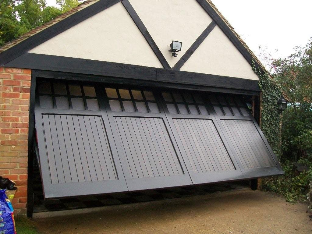 Fabulous Timber Garage Door from Cardale fitted for a customer in Woking Surrey & Fabulous Timber Garage Door from Cardale fitted for a customer in ...