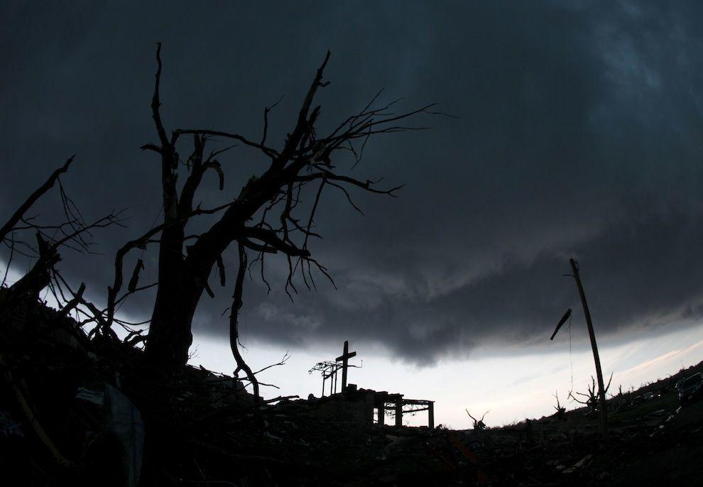 35 Devastating Photos Of The Joplin Missouri Tornado Pics