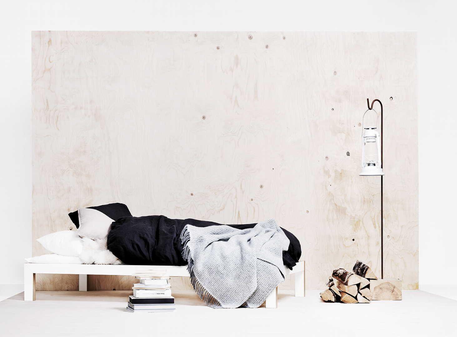 Selkeälinjainen sänkyrunko, hillityn tyylikkäät vuodevaatteet, sekä koriste-esineet luovat persoonallisen ilmeen makuuhuonetilaan. Klikkaa kuvaa, niin näet tarkemmat tiedot!