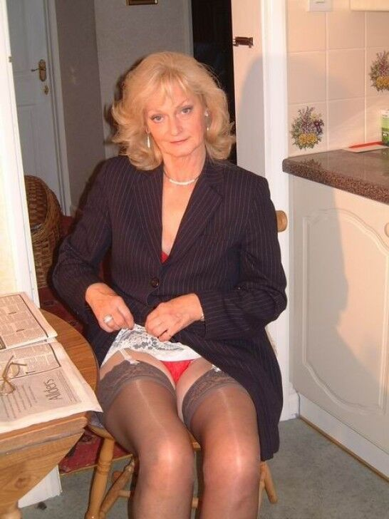 Mature delicious upskirt