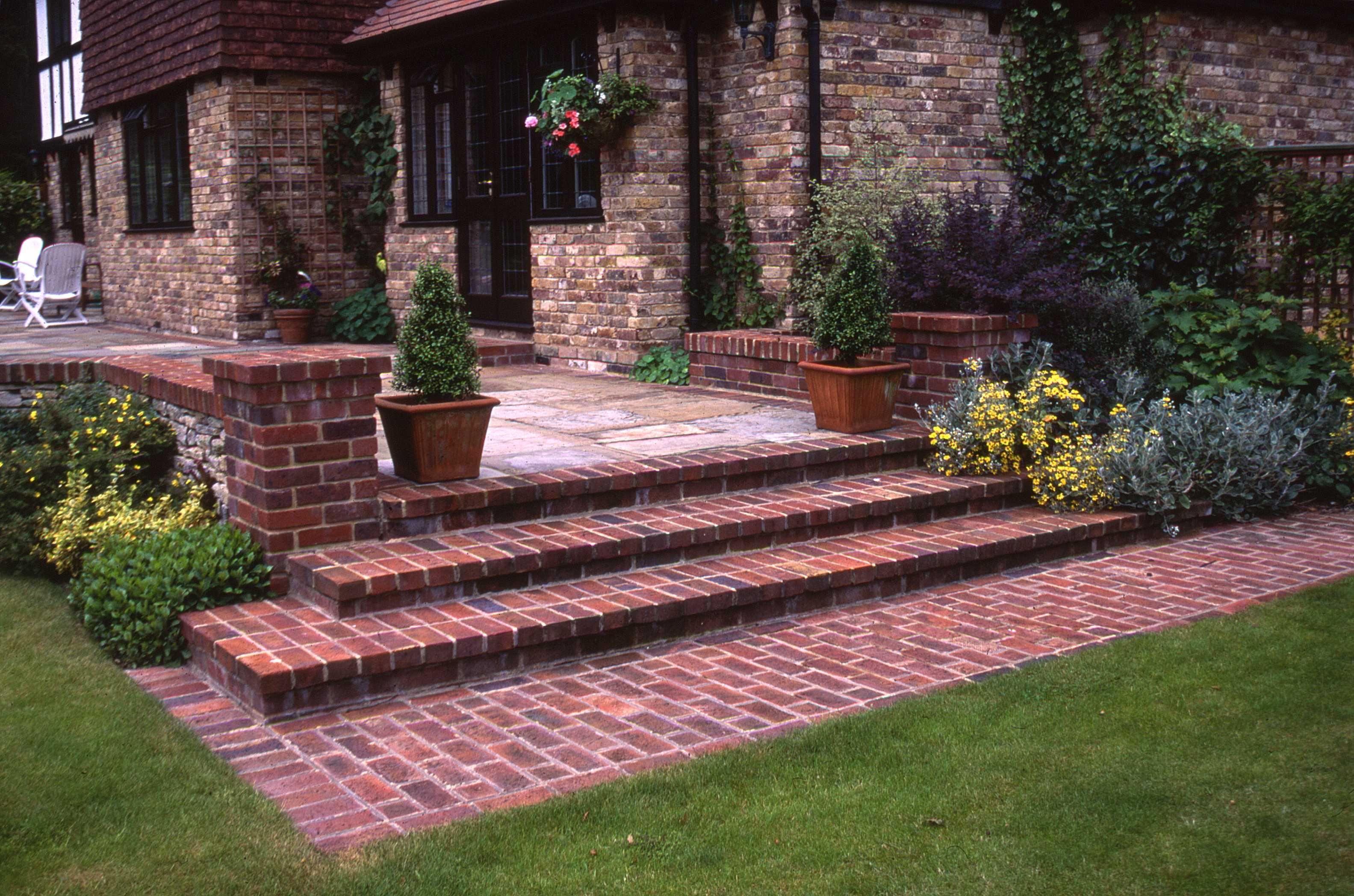 Best Brick Step Detail In 2019 Brick Garden Brick Steps 640 x 480