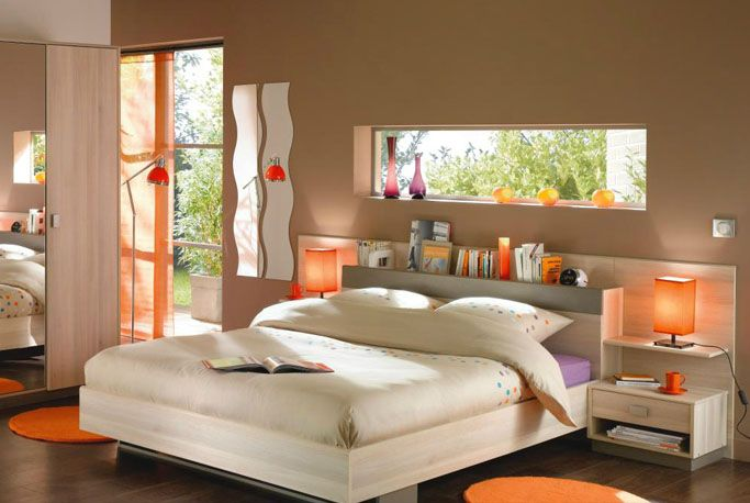 Une chambre exotique en taupe et orange chambres marron for Lit parental moderne