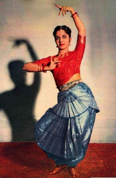 Waheeda rehman | Dance poses, Bollywood dance, Dance of india