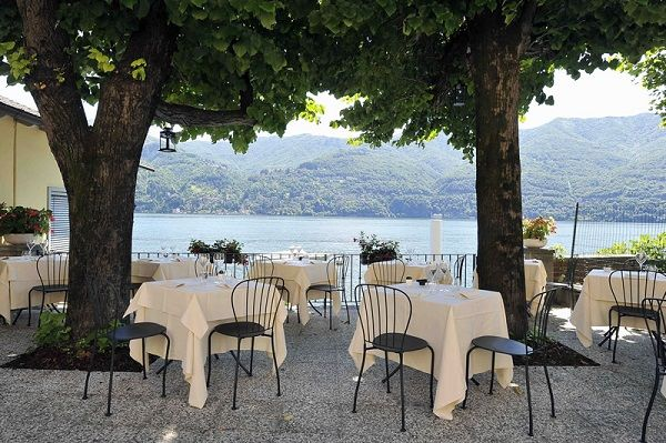 Regina 131: a wonderful restaurant with a terrace on Lake Como and a ...