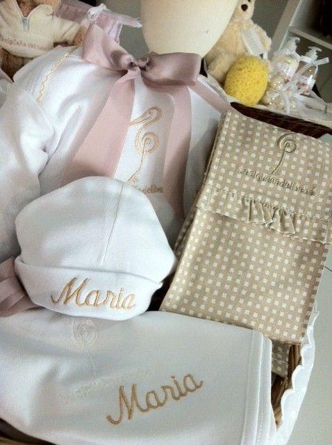 #Regalos para bebés #bordados con el nombre del peque... #babygifts