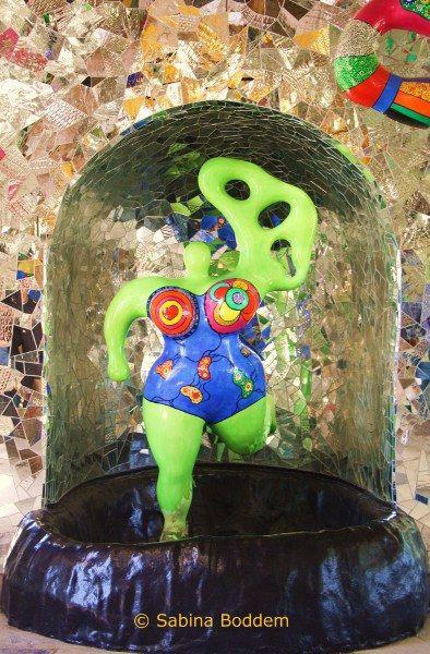 Great Farbenrausch und Sinneslust in der Grotte von Niki de Saint Phalle in den Herrenh user G rten