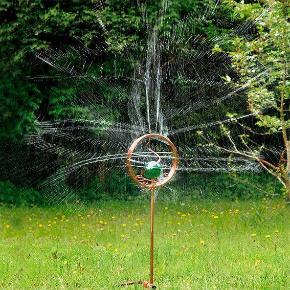 Wassersprinkler rasensprenger rain dance v sadu for Suche gartendeko