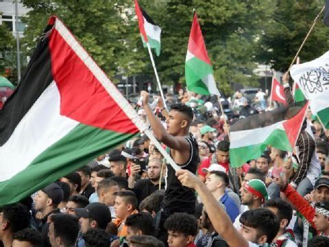 1500 Demonstranten nahmen an der Demo teil. Foto: Martin Lejeune