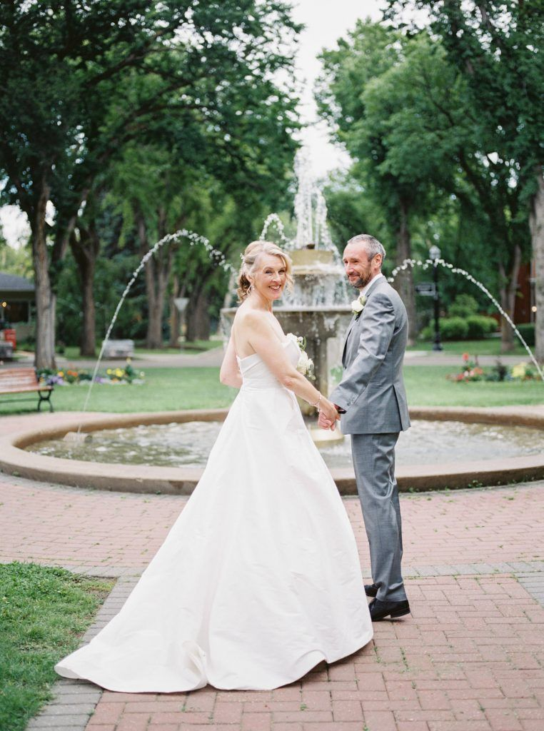 The Best Edmonton Photo Locations For Engagement And Wedding Photos In 2021 Edmonton Wedding Wedding Country Club Wedding
