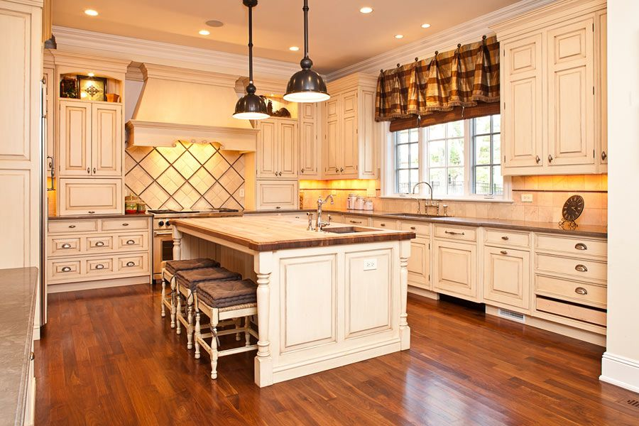 French provincial kitchen nice cabinets kitchen for Colonial kitchen cabinet ideas