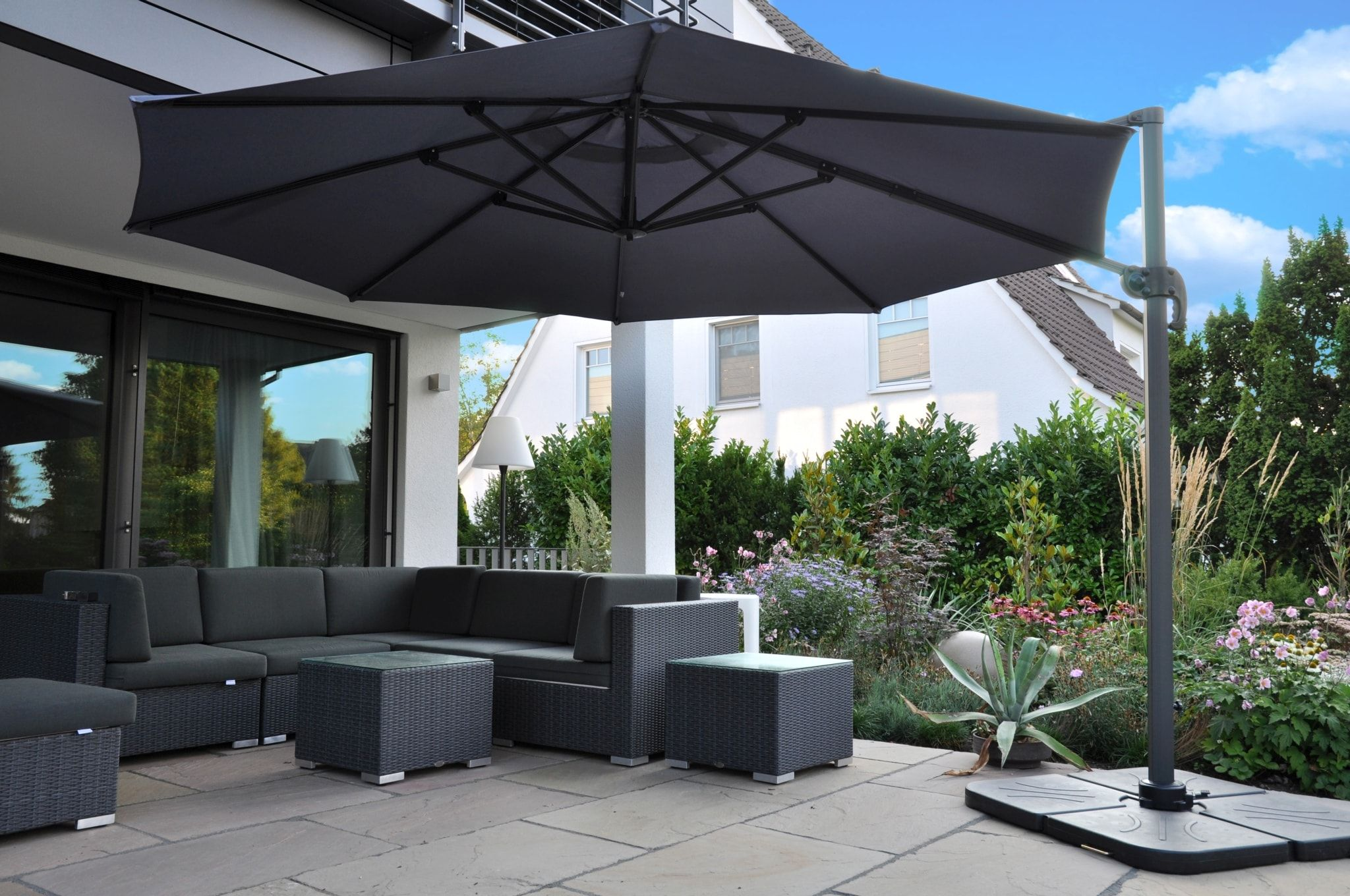 Moderner Ampelschirm Fur Terrasse Um 360 Schwenkbar Zangenberg Monaco Freiarmschirm Ampelschirm Terassenideen Schirm