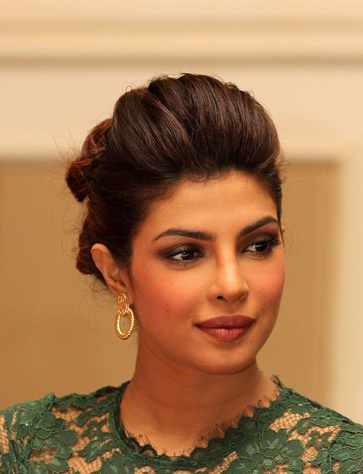 gorgeous actress of bollywood priyanka chopra - hd photos
