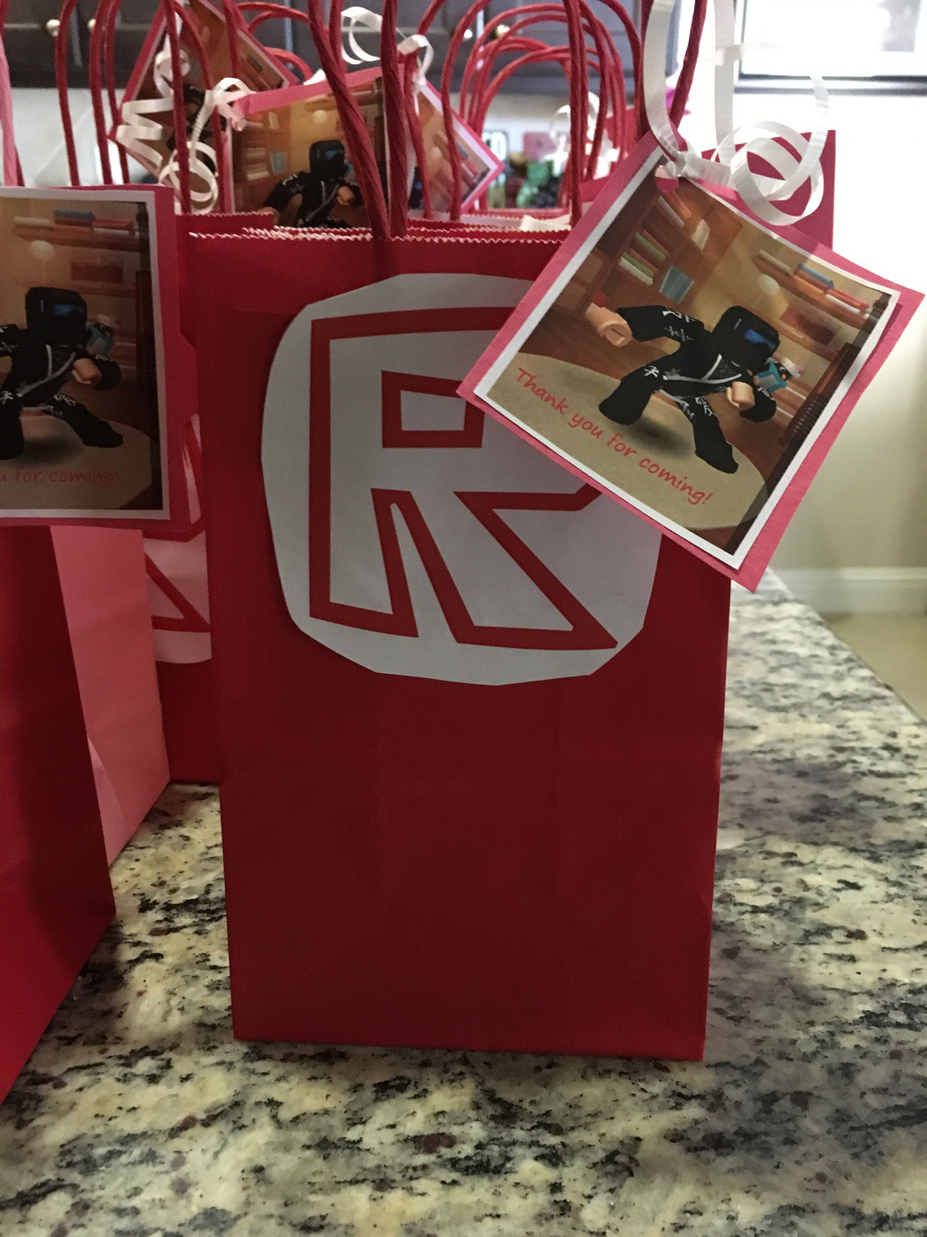 Gift bags! Roblox party in 2019 Birthday bag, Roblox