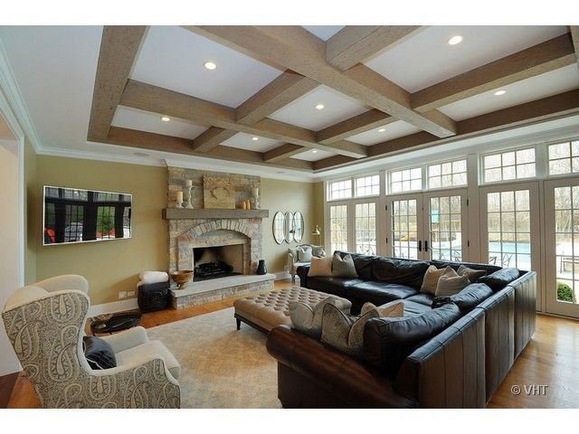 A Tray Ceiling With A Coffered Wood Beam Ceiling Emits Modern Rustic Chic Luxury Living Room Bedroom Ceiling Chic Living