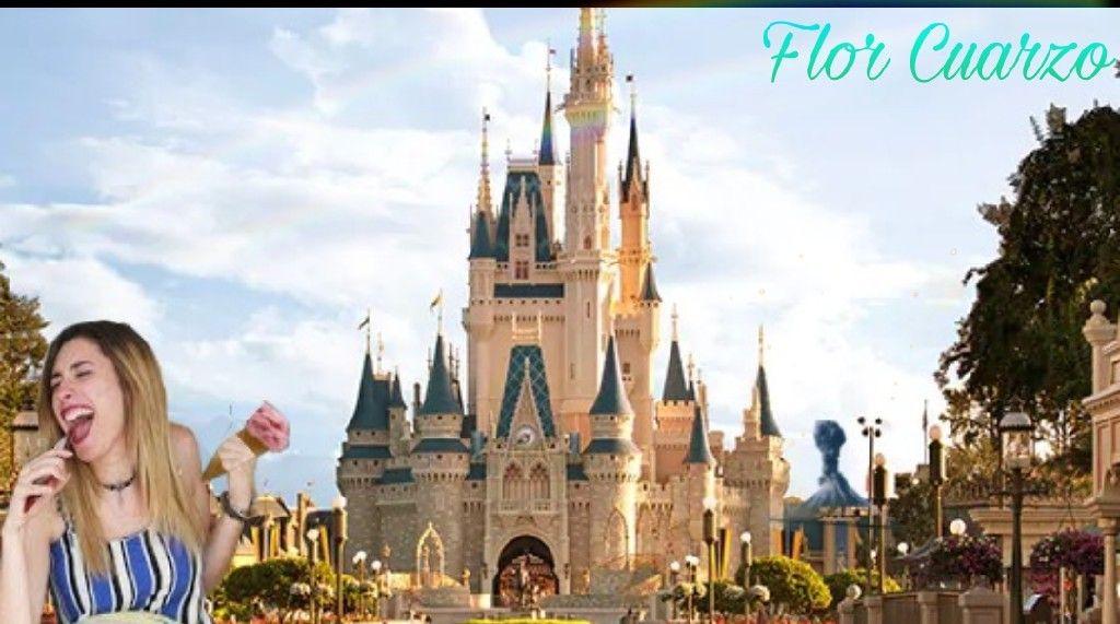 Lyna En Disney Comiendo Un Helado Mientras Un Pequeño Volcan Hace Eruccion Mundos Disney Disney Viaje Vacaciones Disney