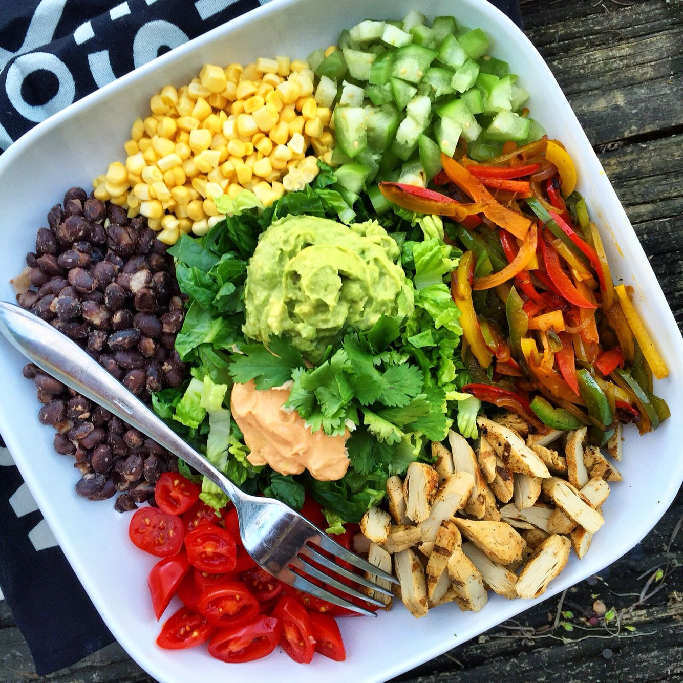 Mexican Salad Platter Made With Beyondmeat S Lightly Seasoned Chicken Free Strips Healthy Recipes Food Vegan Dishes