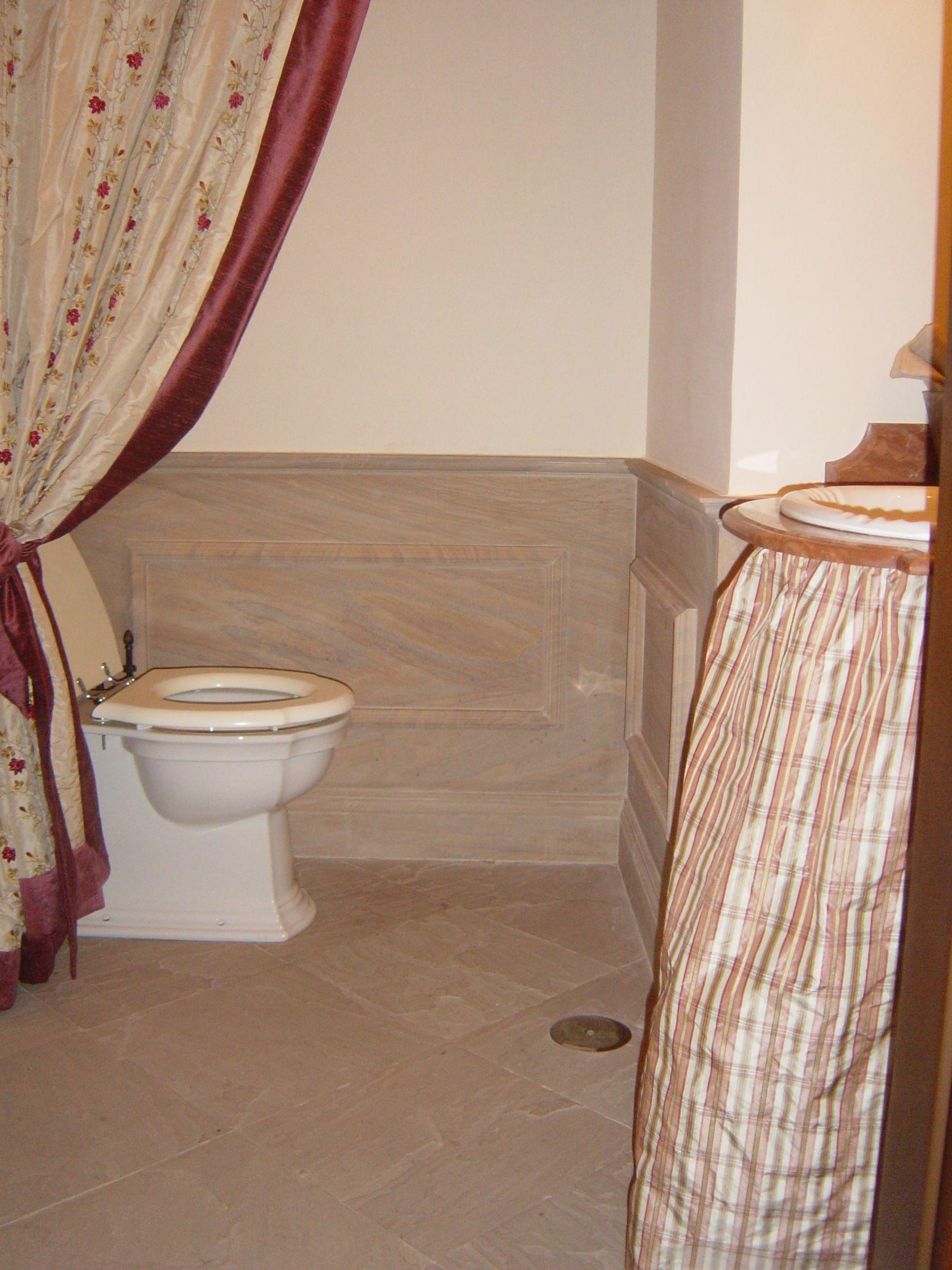 rivestimento bagno a lambris in pietra arenaria arcus, pavimento in ...