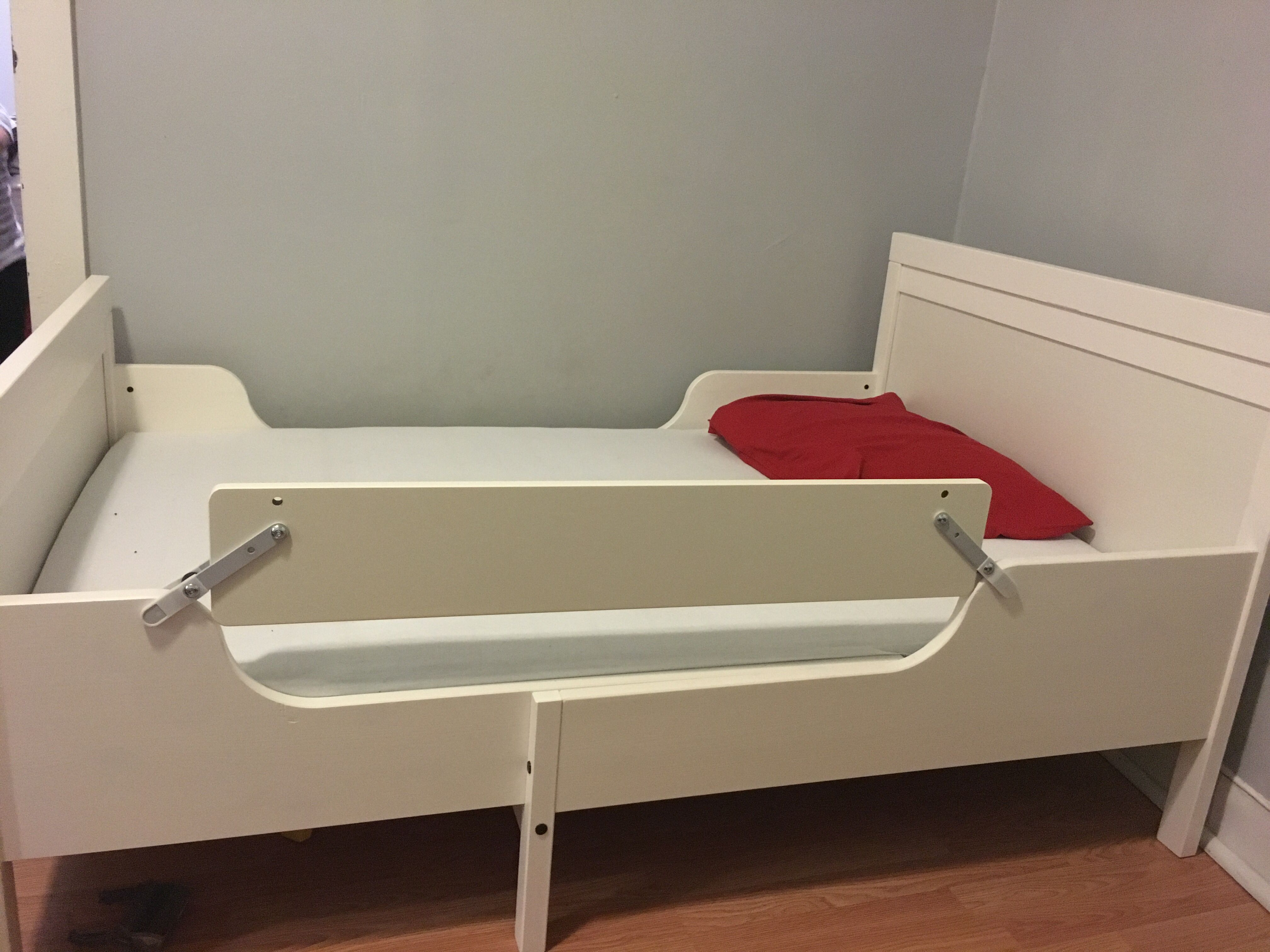 How To Use The Ikea Vikare Guard Rail On Sundvik Bed Take Out Bottom Then Flip Upside Down And Attach Sides