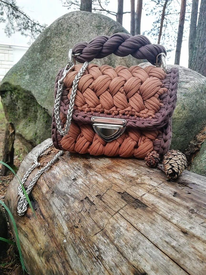 сумка зефирка либерика в сочетании коричневого цвета и горький